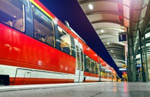 S-Bahn wartet am Bahnsteig - Zug Versptung Abfahrt